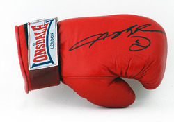 Sugar Ray Leonard Hand Signed 10oz Boxing Glove