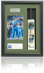 Muttiah Mulalitharan SRI LANKA Hand Signed Mini Cricket Bat presentation