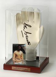 Peter Bonetti hand signed Goalkeepers Glove