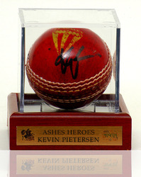 Kevin Pietersen 'HAND SIGNED' Cricket Ball