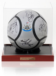 NEWCASTLE UNITED 2011/12 Squad Signed Football Ball