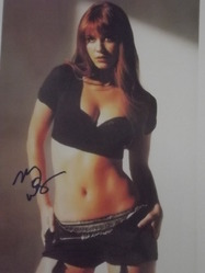 Winstead, Mary Elizabeth - authentic autograph