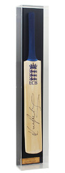 Full size cricket bat hand signed by Kevin Pietersen