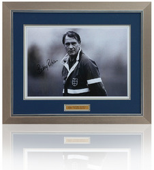 Sir Bobby Robson hand signed England photograph