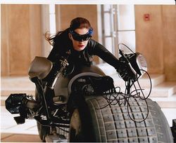 Anne Hathaway Signed The Dark Knight Rises 10x8 Photo