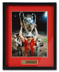 TREVOR FRANCIS Hand Signed Nottingham Forest European Cup Photo