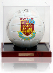 WHU Boys of 86 Signed Ball LOT812
