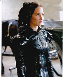 Jennifer Lawrence Autograph HUNGER GAMES signed inperson 10 x 8 photo