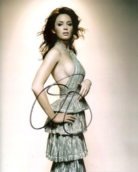 Emily Blunt 10x8 signed photo