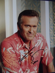 Campbell, Bruce - authentic autograph - and shirt from Burn Notice