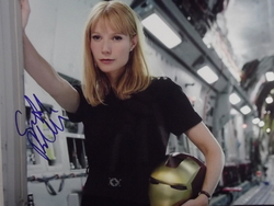 Paltro, Gwyneth - authentic autograph